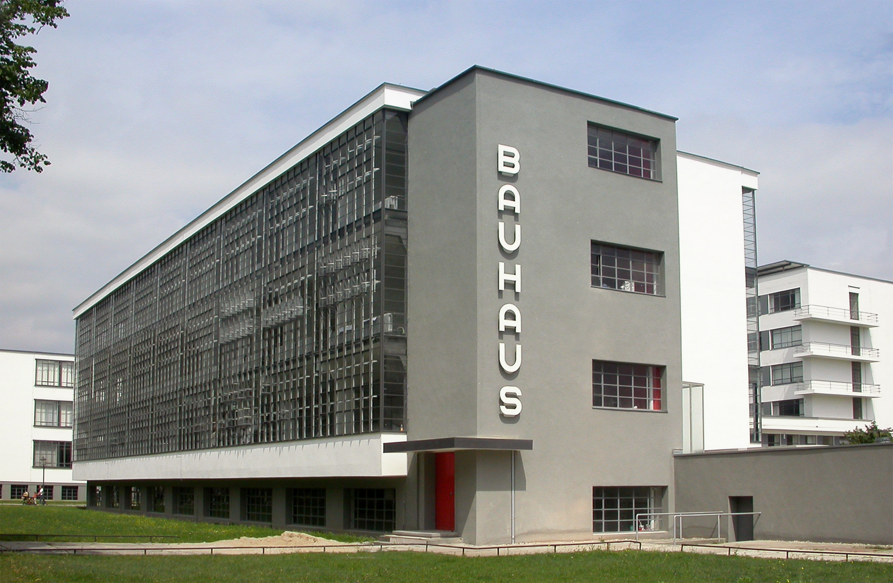 lessons from the bauhaus school of art and architecture http